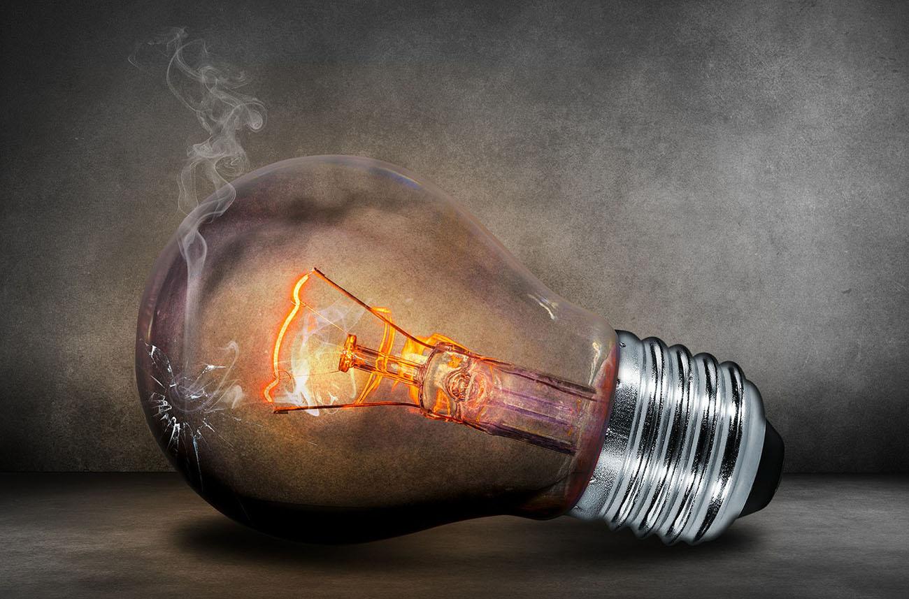 FACUA Granada reclama a Endesa que acabe con los problemas causados por los microcortes de electricidad