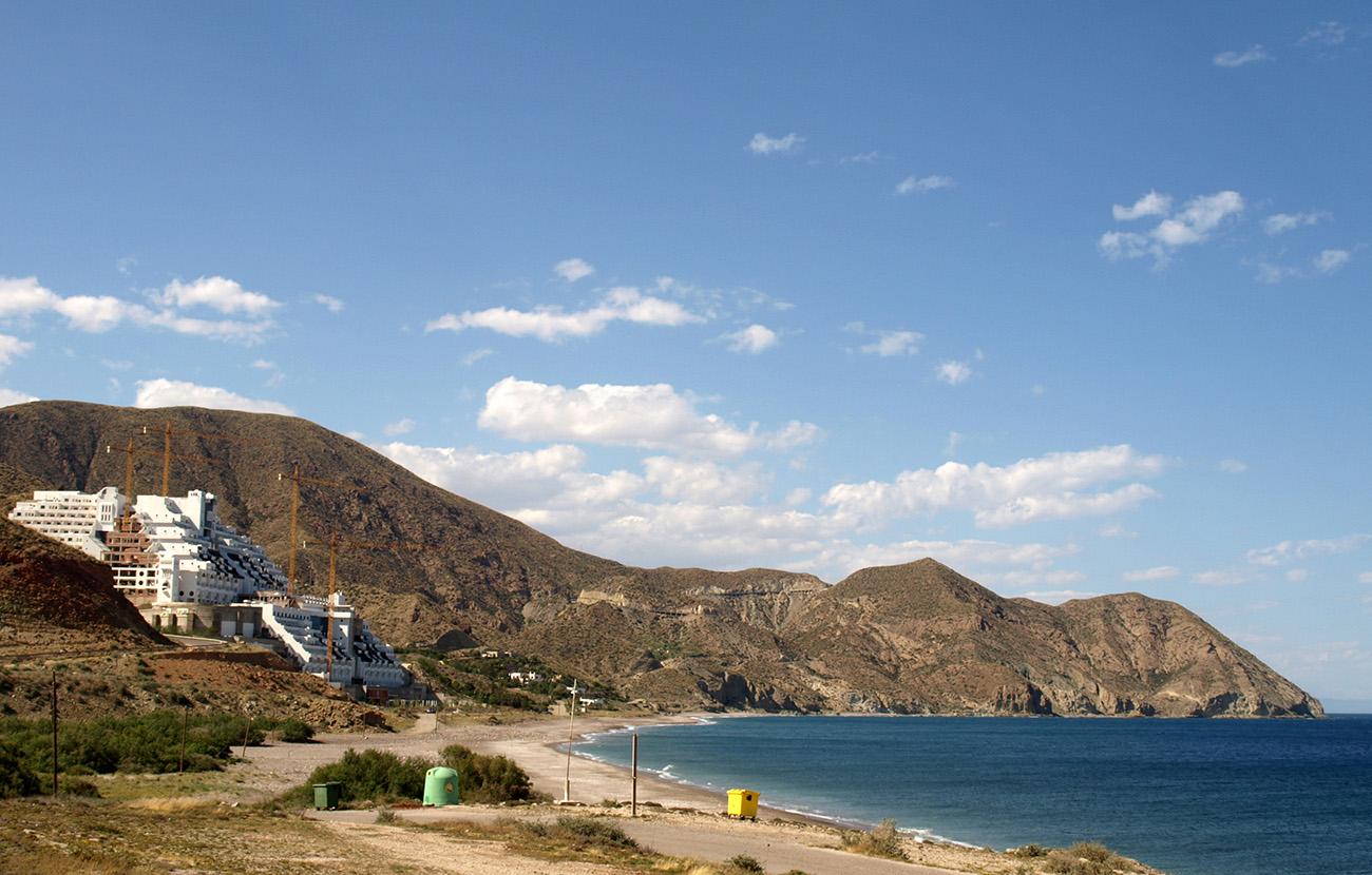 El Supremo declara que El Algarrobico está construido en zona protegida y no urbanizable