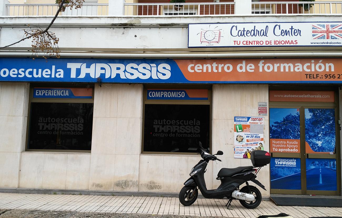 FACUA Cádiz alerta sobre el cierre sin previo aviso de la Autoescuela Tharssis