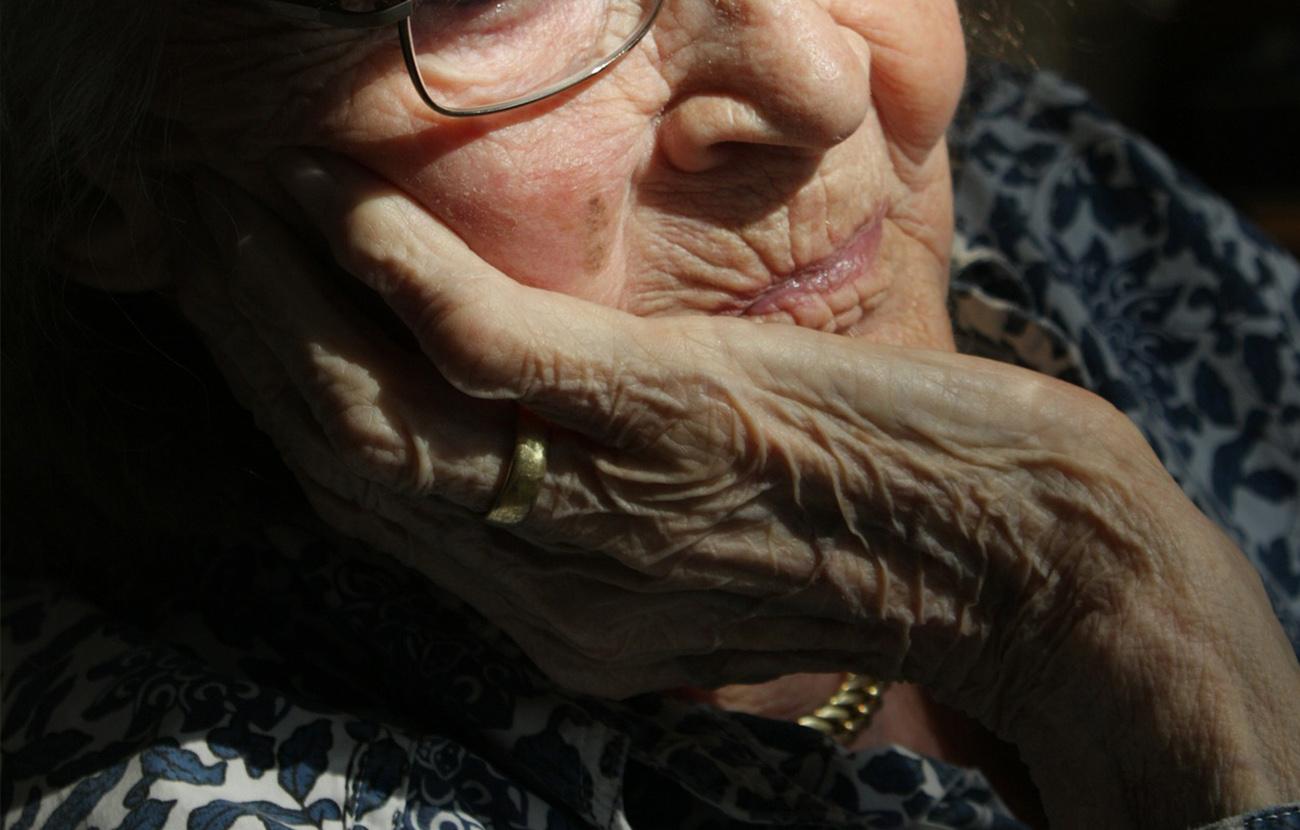 La restricción de los pagos en oficinas bancarias deja a una anciana sin luz cinco días