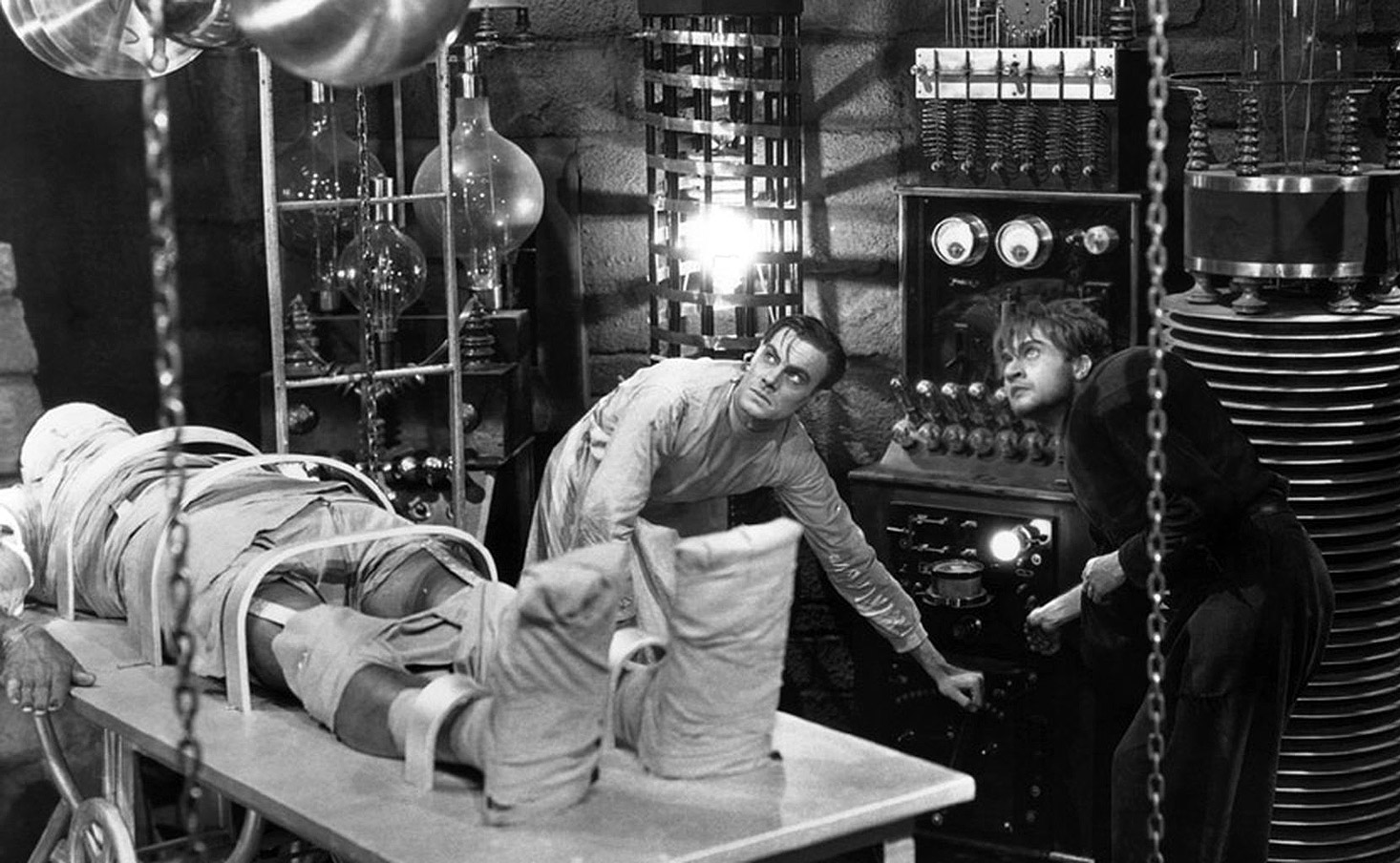 La novela de Mary Shelley puede servir casi de guion para describir lo ocurrido con el sistema eléctrico en los últimos años. | Imagen: Fotograma de la película de 1931 'El doctor Frankenstein', de  James Whale (Universal).