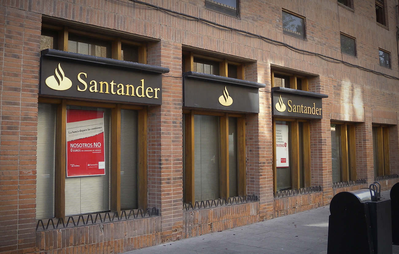 Santander deberá devolver 360.000 euros de un producto que coló a una mujer sin informarle de sus riesgos
