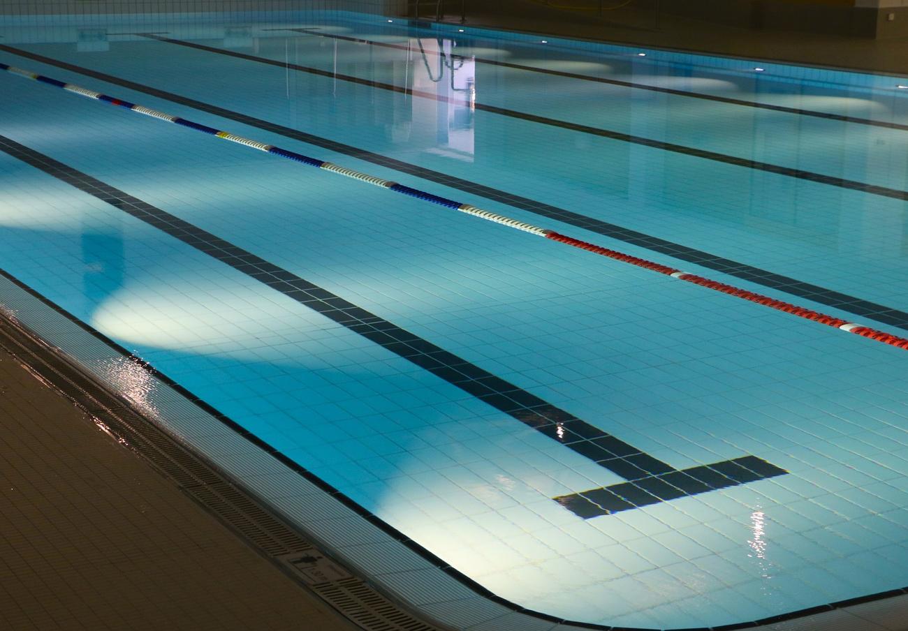 FACUA pide al Gobierno cántabro que aclare cuándo abrirán las piscinas municipales