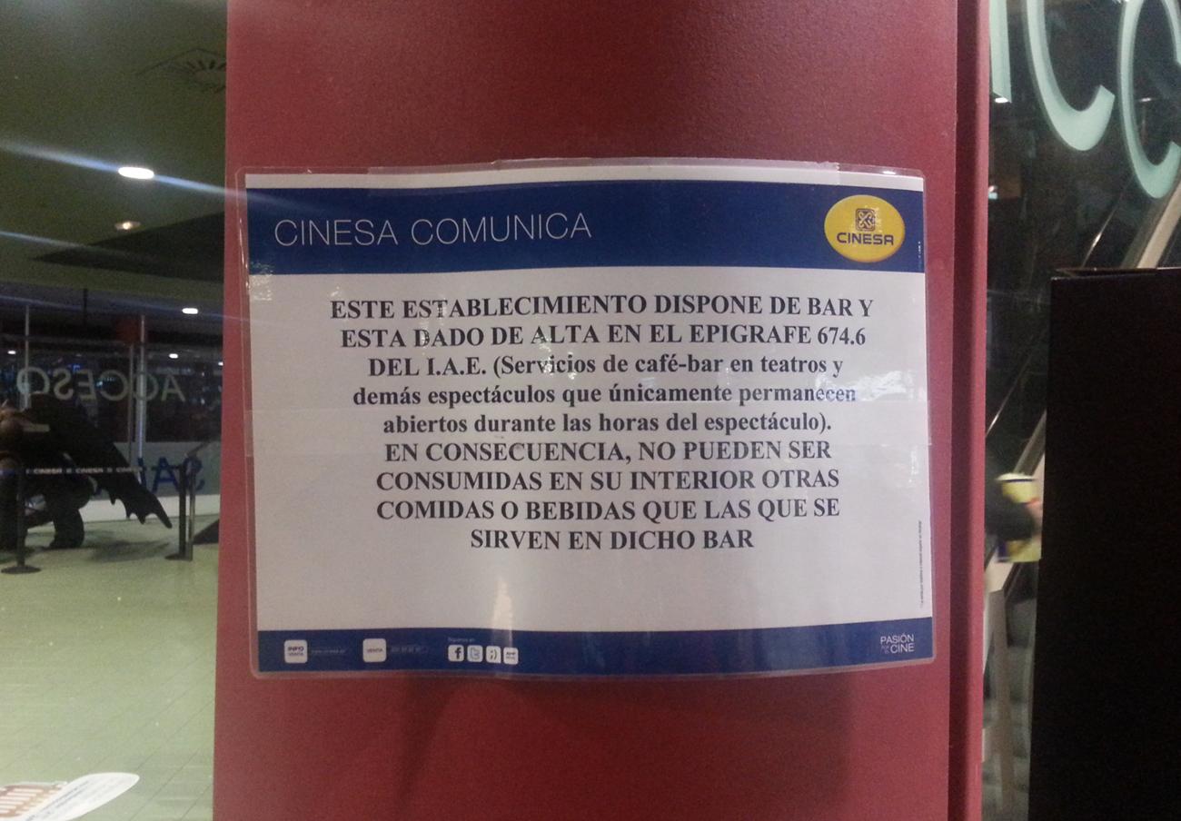 FACUA denuncia a tres cines de Madrid y Galicia por prohibir la entrada de comida y bebida del exterior