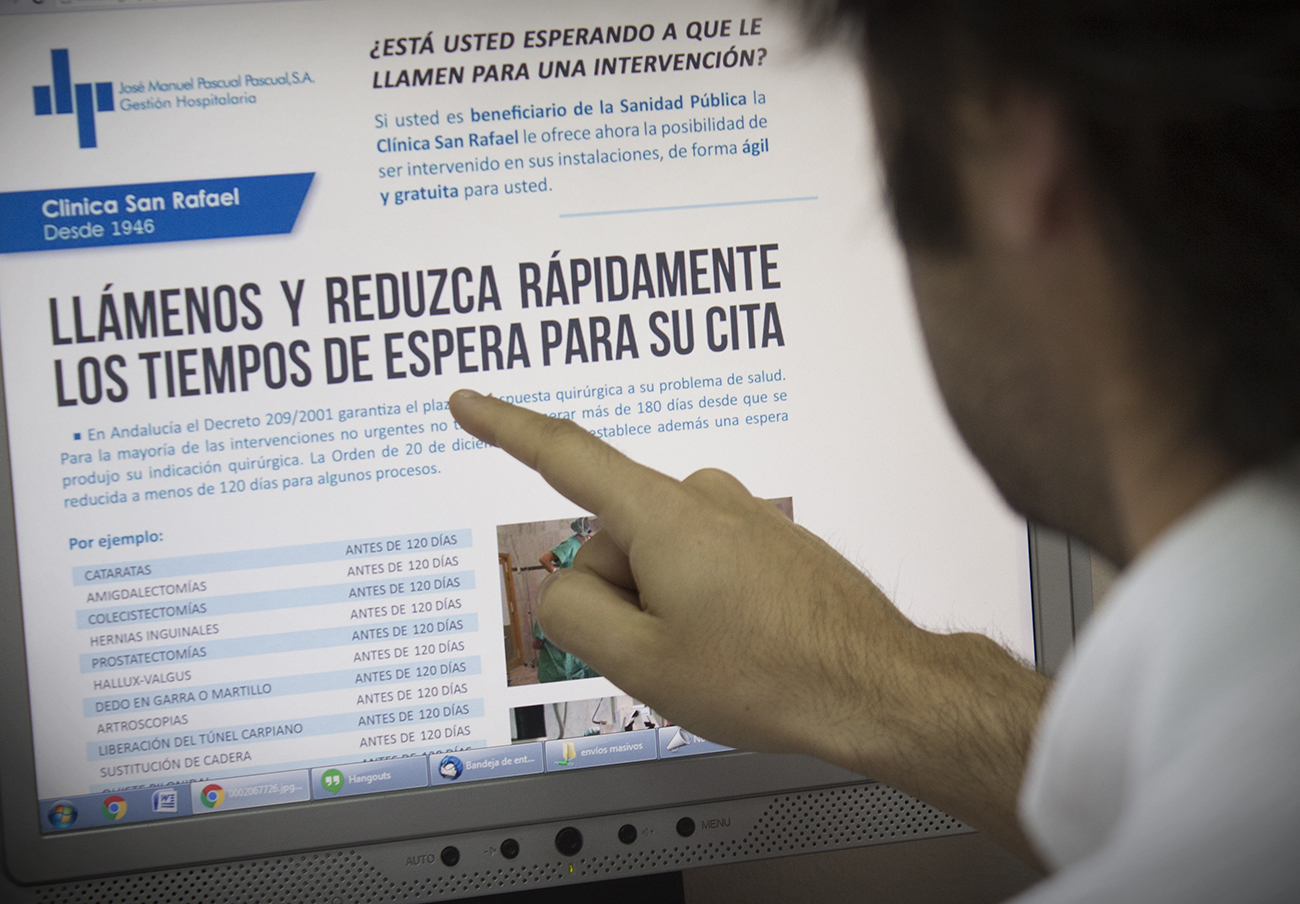 Anuncio de la Clínica San Rafael de Cádiz prohibido por la Consejería de Salud. | Imagen: Lydia López (FACUA).