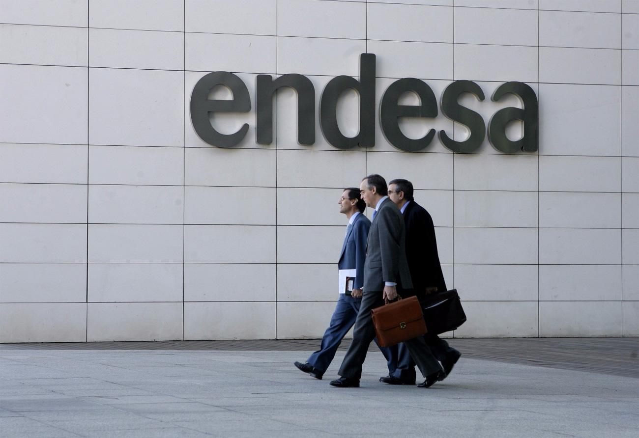 Las doce sanciones aplicadas por la Junta a Endesa se redujeron a un montante total de 25.505 euros. Es una de las empresas más denunciadas por los consumidores andaluces.