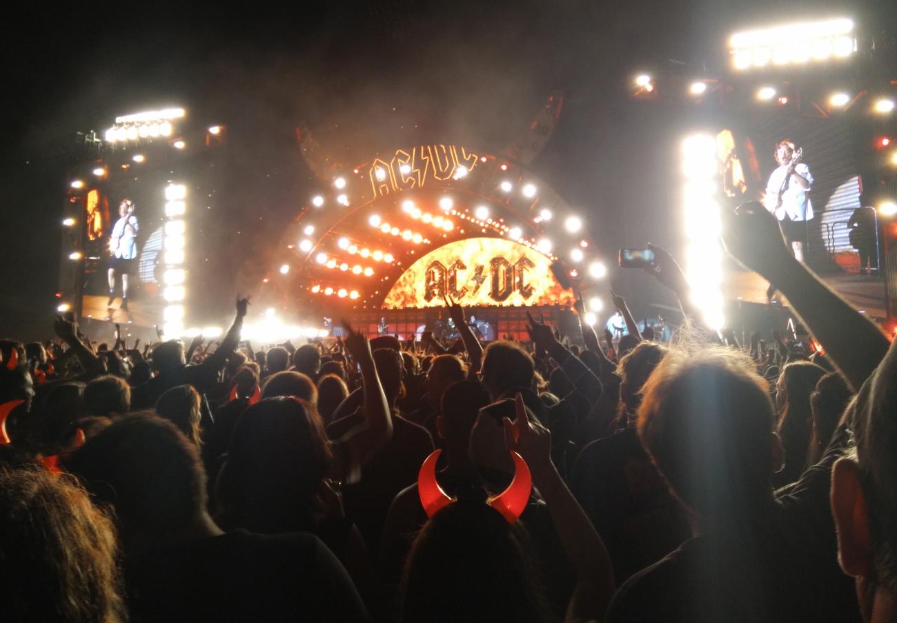 FACUA denuncia a la promotora de AC/DC tras suspender la devolución de las entradas