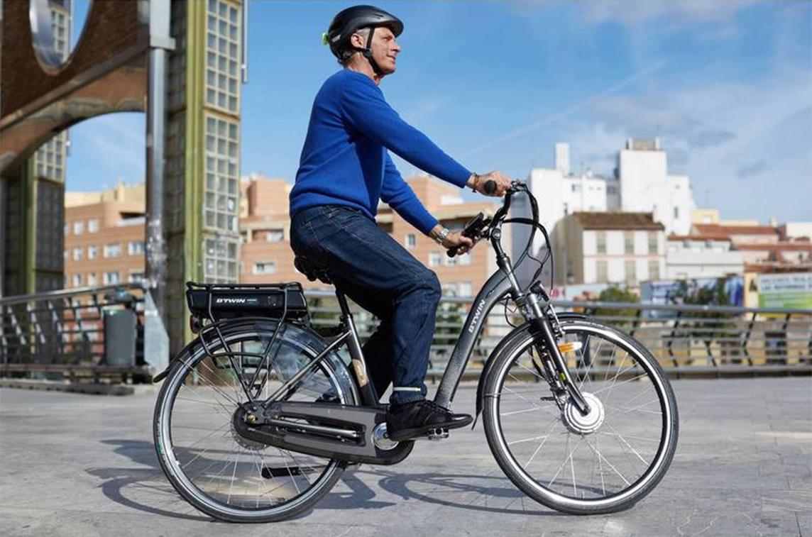 FACUA alerta de la llamada a revisión de una bicicleta eléctrica marca B'Twin vendida por Decathlon