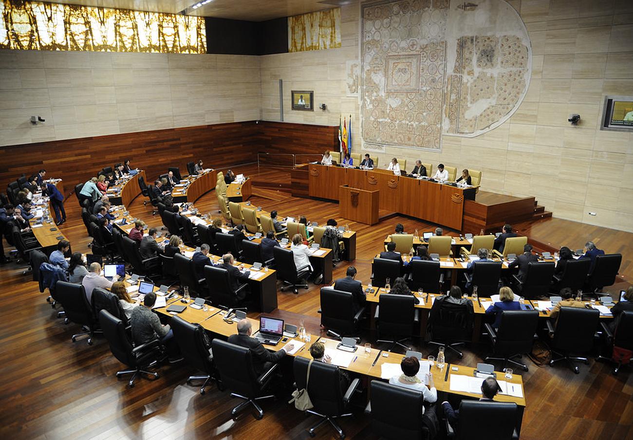 FACUA pide a la Junta de Extremadura participación en la elaboración de la norma de publicidad sanitaria