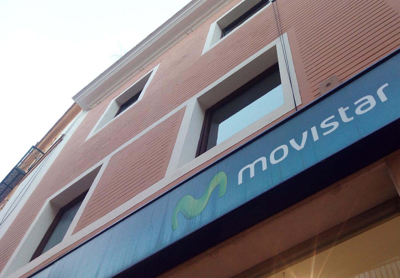 Movistar comienza a cobrar el exceso de consumo de datos móviles, una práctica denunciada por FACUA