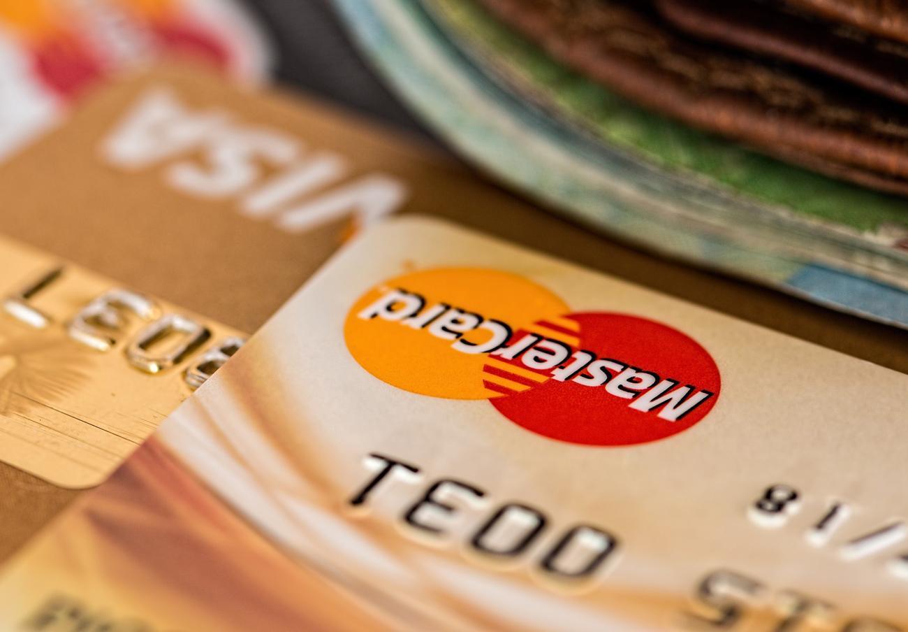 Dos detenidos en Gran Canaria por completar al menos 35 compras online con tarjetas fraudulentas