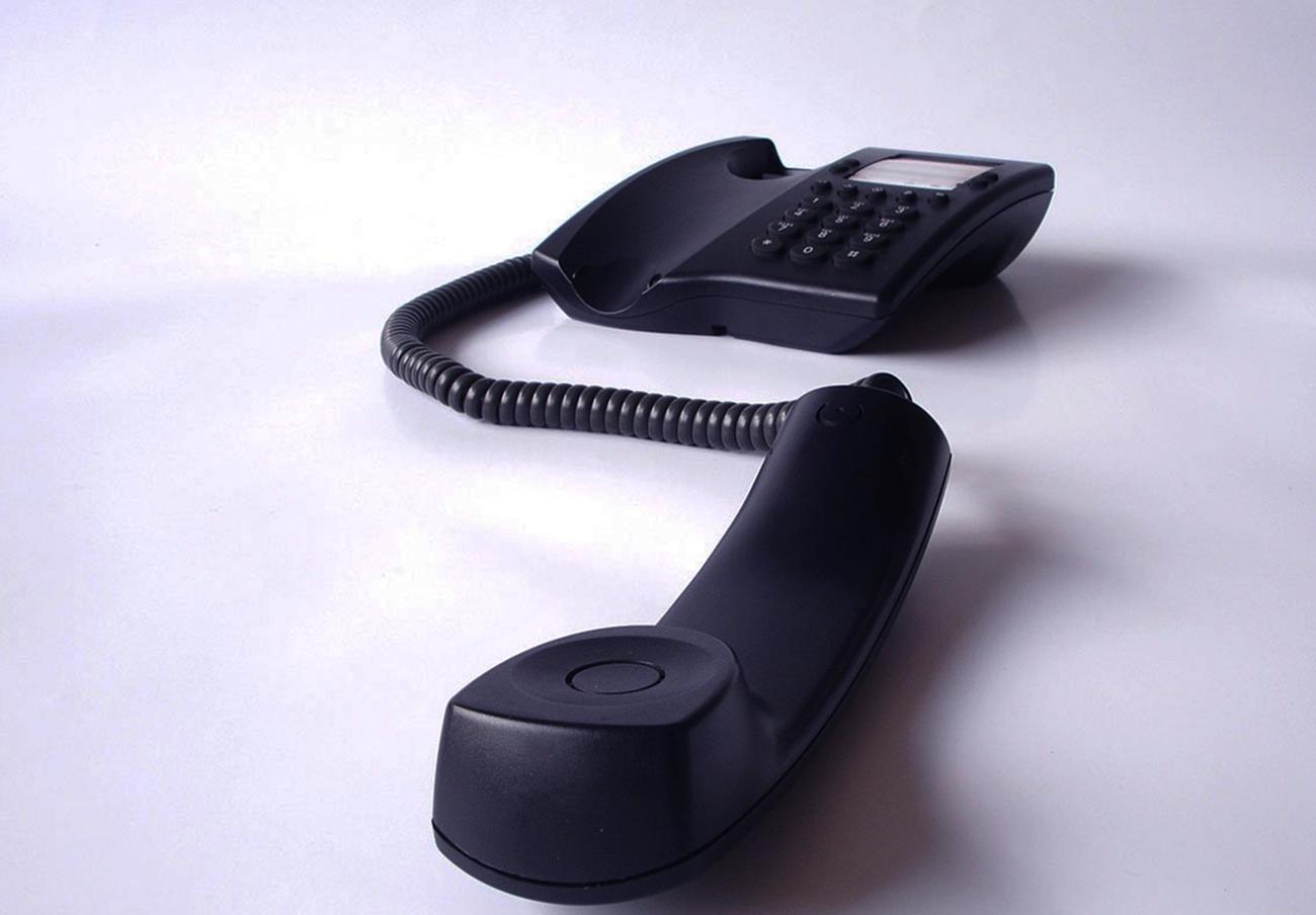 FACUA logra que Vodafone anule dos facturas de más de 1300 euros en llamadas a 806 que la usuaria no hizo