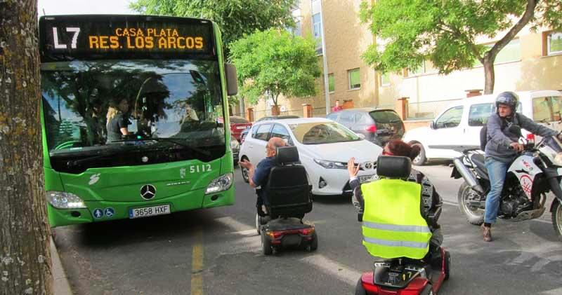FACUA denuncia que los autobuses de Cáceres discriminan a las personas con sillas mecanizadas