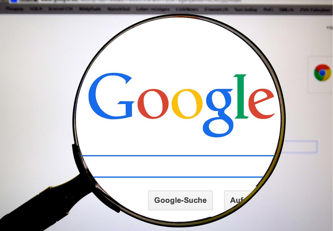 """Multa récord de 2.400 millones a Google por dar ventajas """"ilegales"""" a sus servicios frente a competidores"""