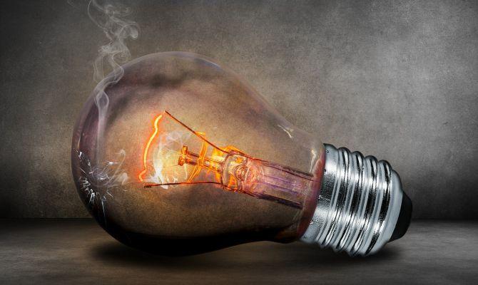 El recibo de la luz del usuario medio subió un 9,6% en junio, según el análisis de FACUA