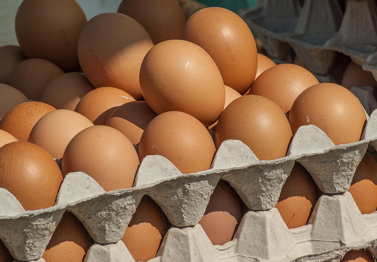 Intervenidos en un almacén de El Viso y una granja de Carmona 80.000 huevos no aptos para el consumo