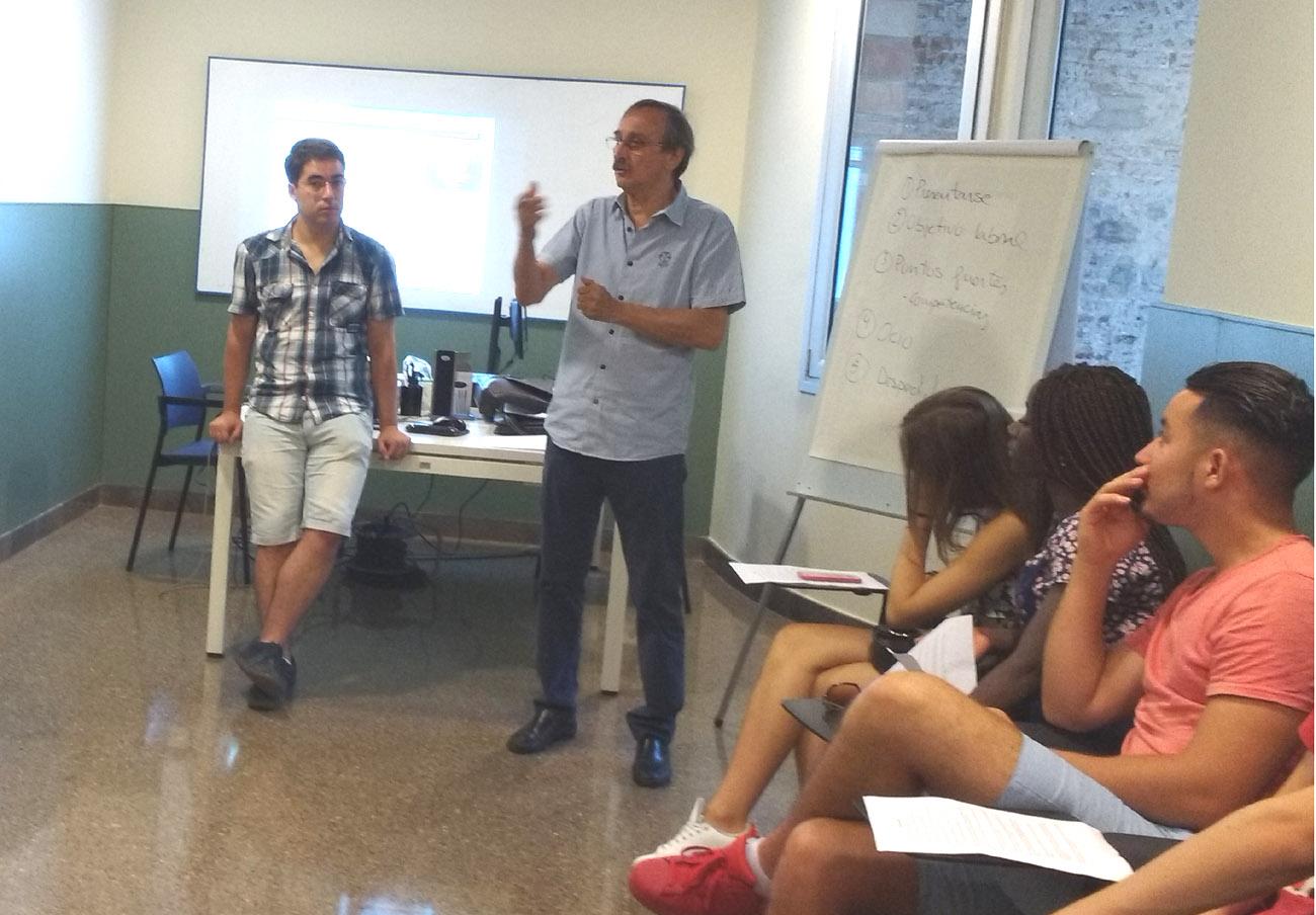 FACUA Catalunya imparte en Barcelona una charla informativa para jóvenes extutelados