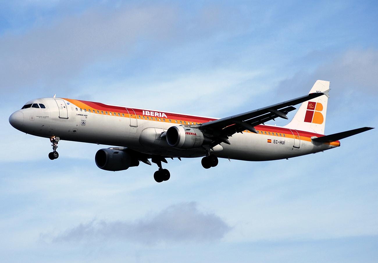 Iberia, condenada a indemnizar a una socia de FACUA con 380 euros tras extraviarle una maleta tres días