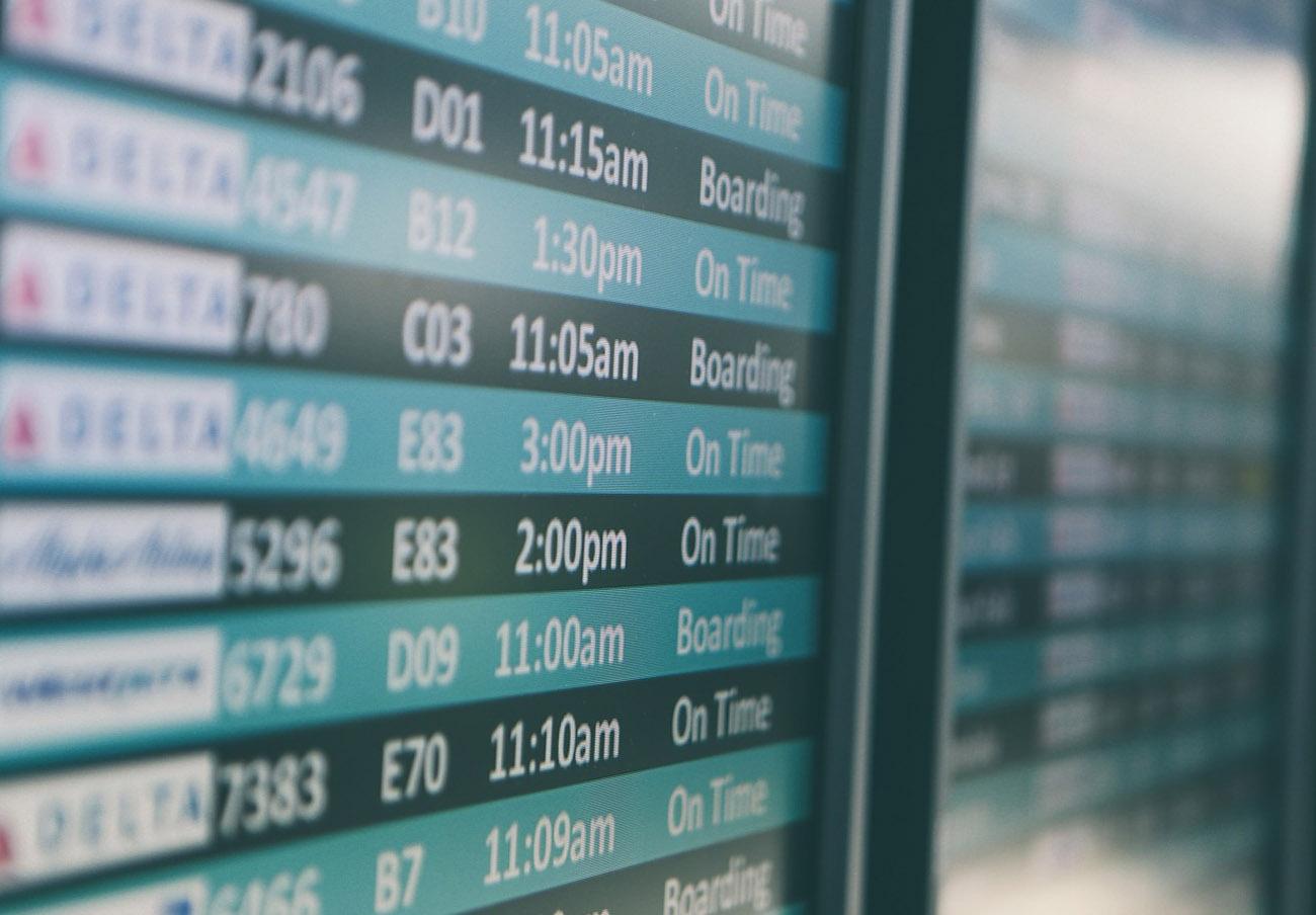 Ryanair hace negocio con sus cancelaciones: aplica un cargo ilegal por reubicar en otros vuelos