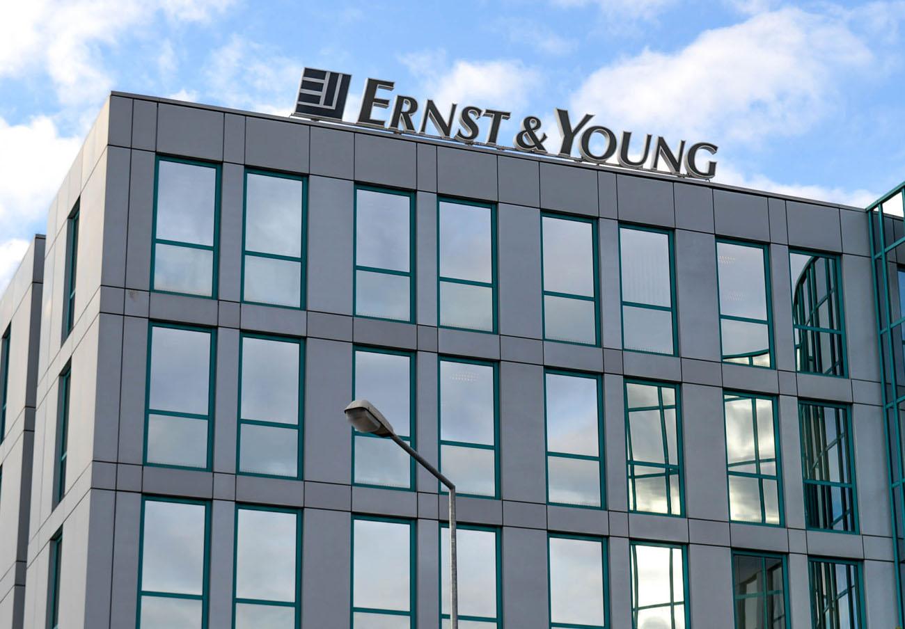 EEUU sanciona con 8,3 millones de euros a Ernst & Young por la relación entre un auditor y su cliente