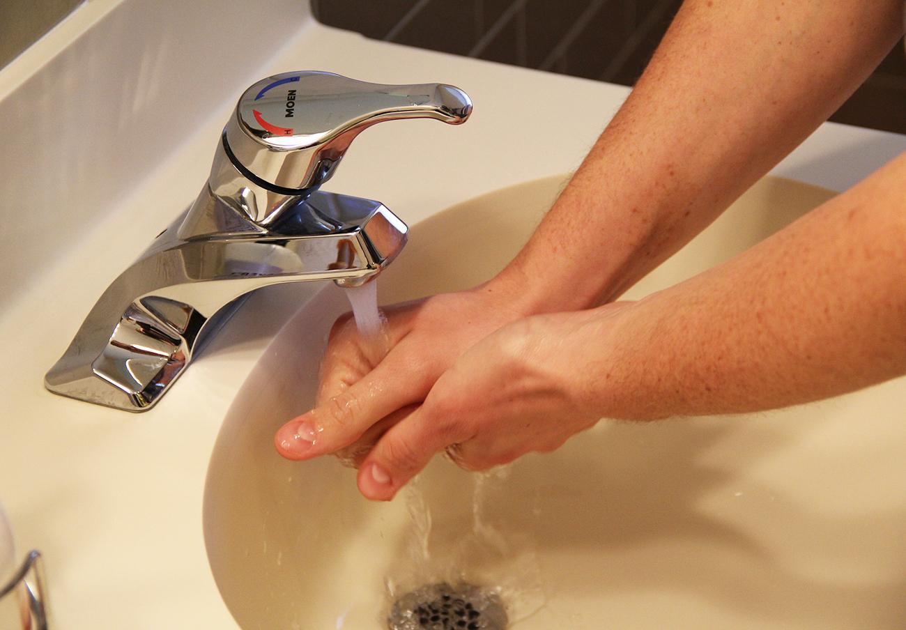 Almendralejo ratifica el 'tarifazo' del agua pese a las irregularidades denunciadas por FACUA en el Pleno