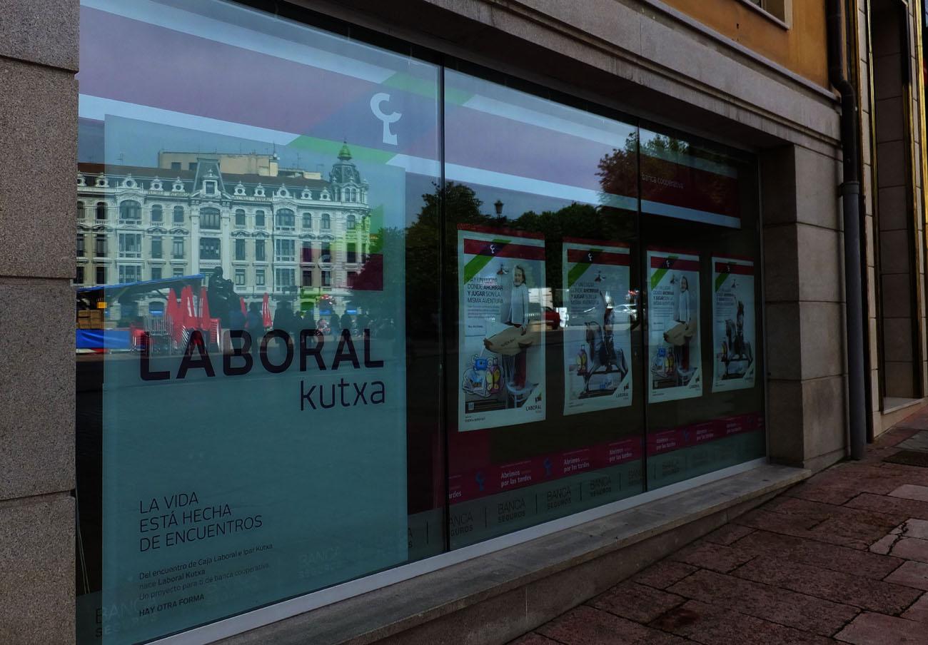 Laboral Kutxa, sancionada con 150.000 euros por operar de forma irregular con la deuda de Eroski