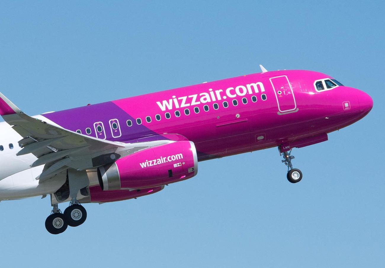FACUA denuncia a Wizz Air por cobrar la atención al cliente con un 807 (su prefijo 93 sólo habla catalán)