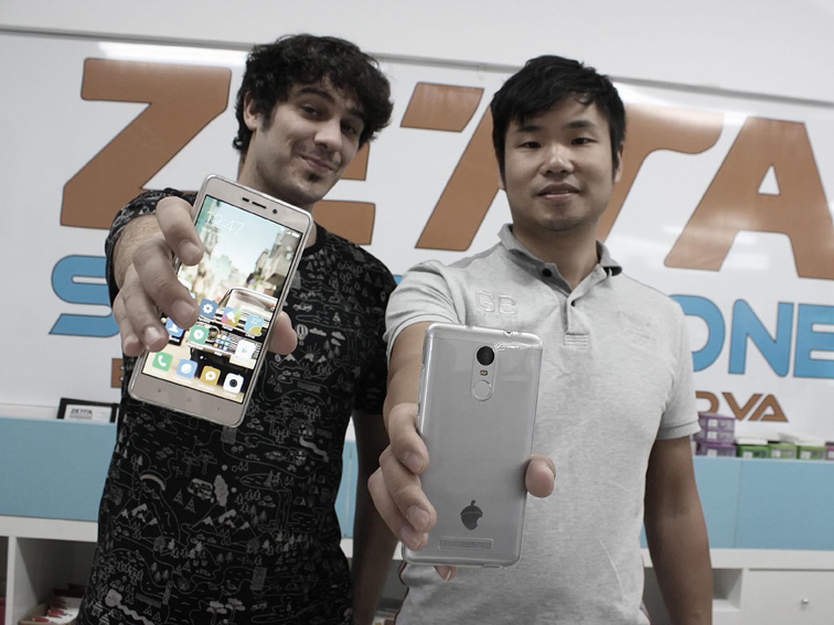 Unai Nieto, que se presenta como cofundador de Zetta, junto al propietario de la empresa, Bojun Cui. | Imagen: Rafa Gasso (El Español).