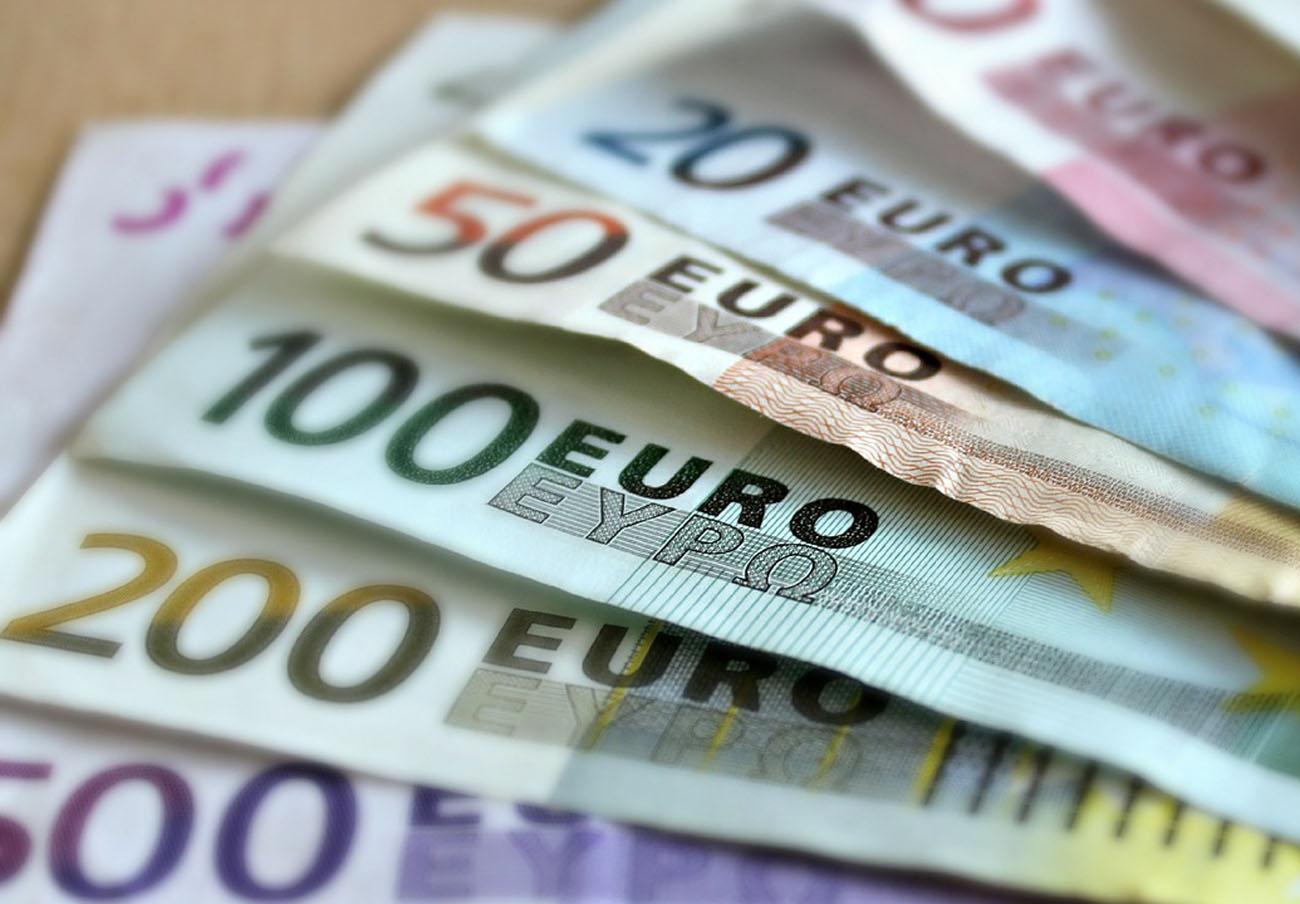 FACUA advierte de despachos de abogados que llegan a quedarse con todo el dinero de la cláusula suelo
