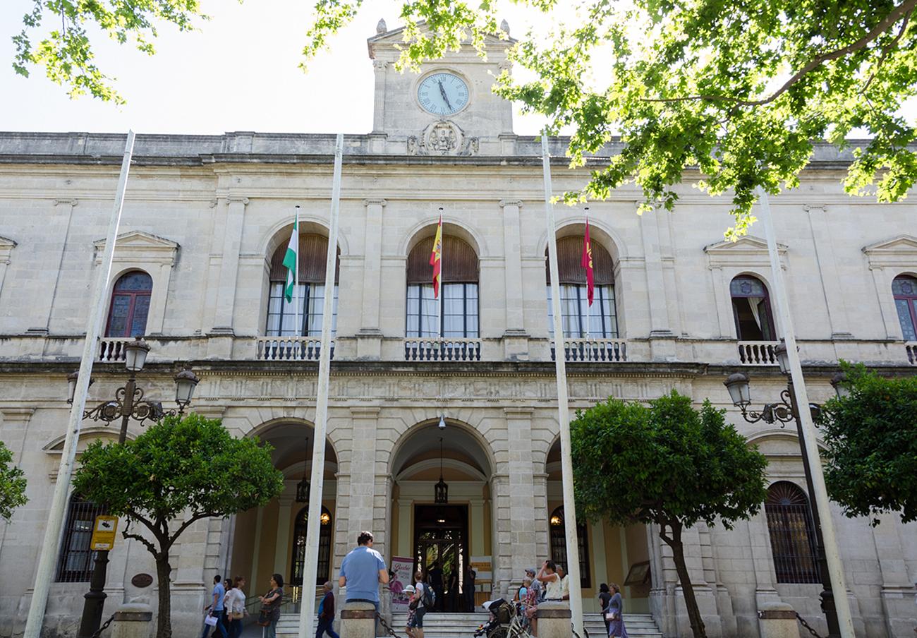 FACUA Sevilla pide al Ayuntamiento que dé difusión masiva a las bonificaciones fiscales para 2017