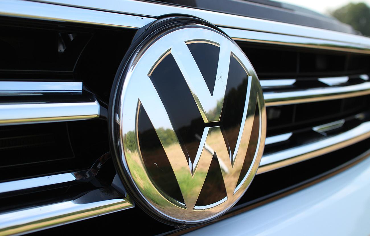 Jourová pide a Volkswagen que indemnice a los afectados por el fraude de sus vehículos diésel