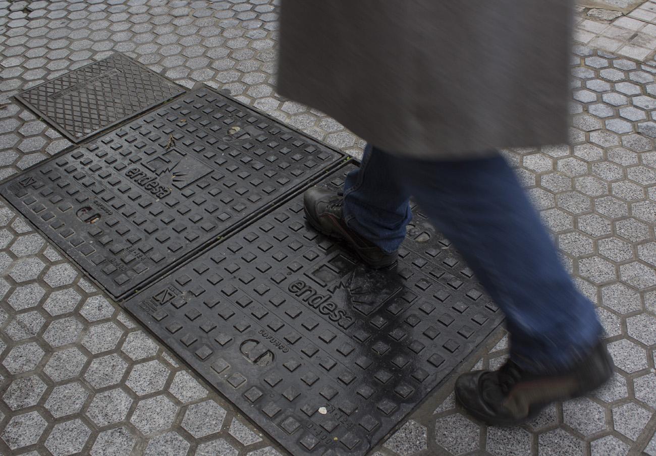 Un pueblo de Málaga indemniza con 7.800 euros a un socio de FACUA accidentado con una arqueta de Endesa