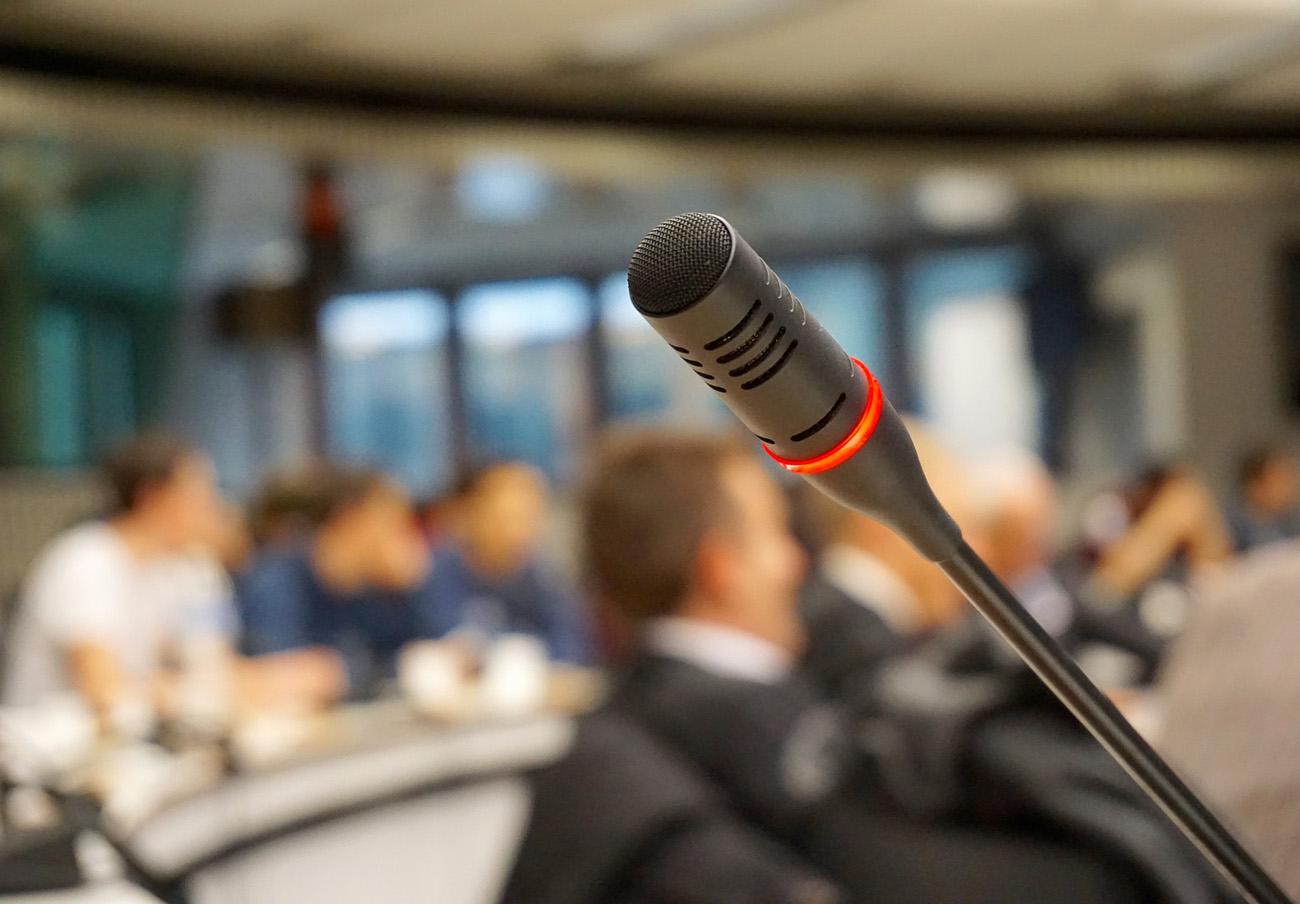 FACUA Castilla-La Mancha organiza un coloquio sobre el sector de las telecomunicaciones
