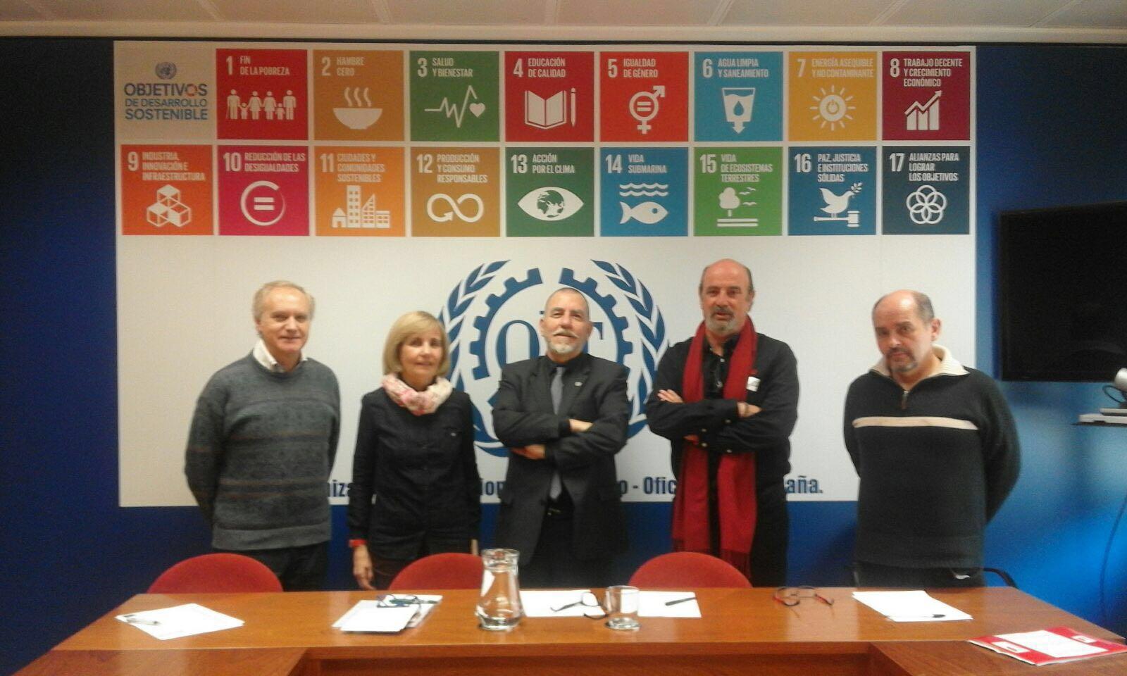 Representantes de nomascortesdeluz.org con el equipo de la OIT en España.