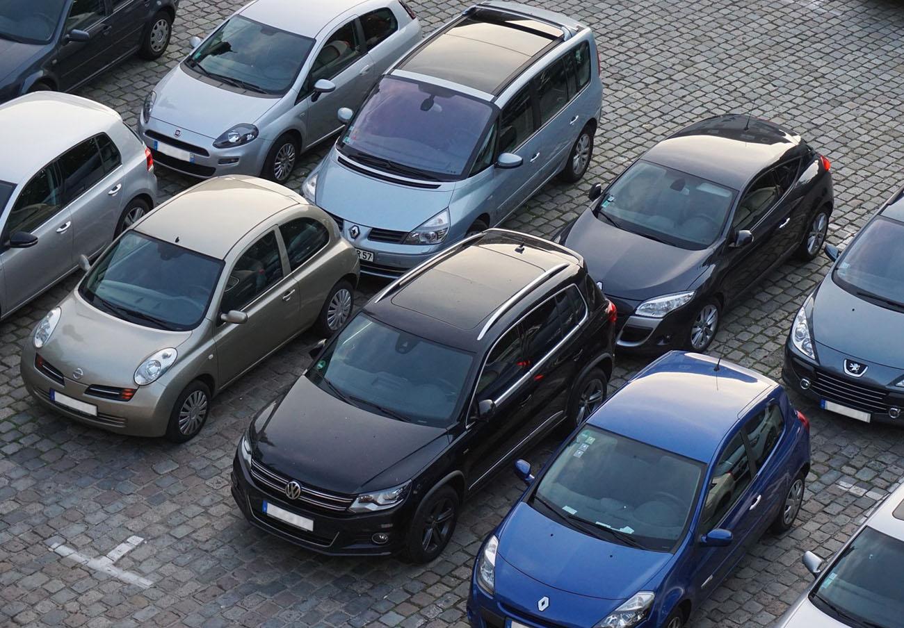FACUA Comunidad Valenciana detecta diferencias de casi el 100% en el precio de los 'parkings' de Valencia