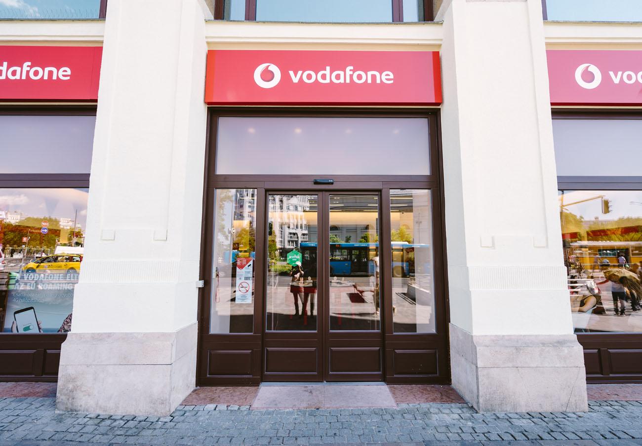 Le cobran 444 euros por navegar desde Asia... con wifi: Vodafone anula al cargo tras la queja de FACUA