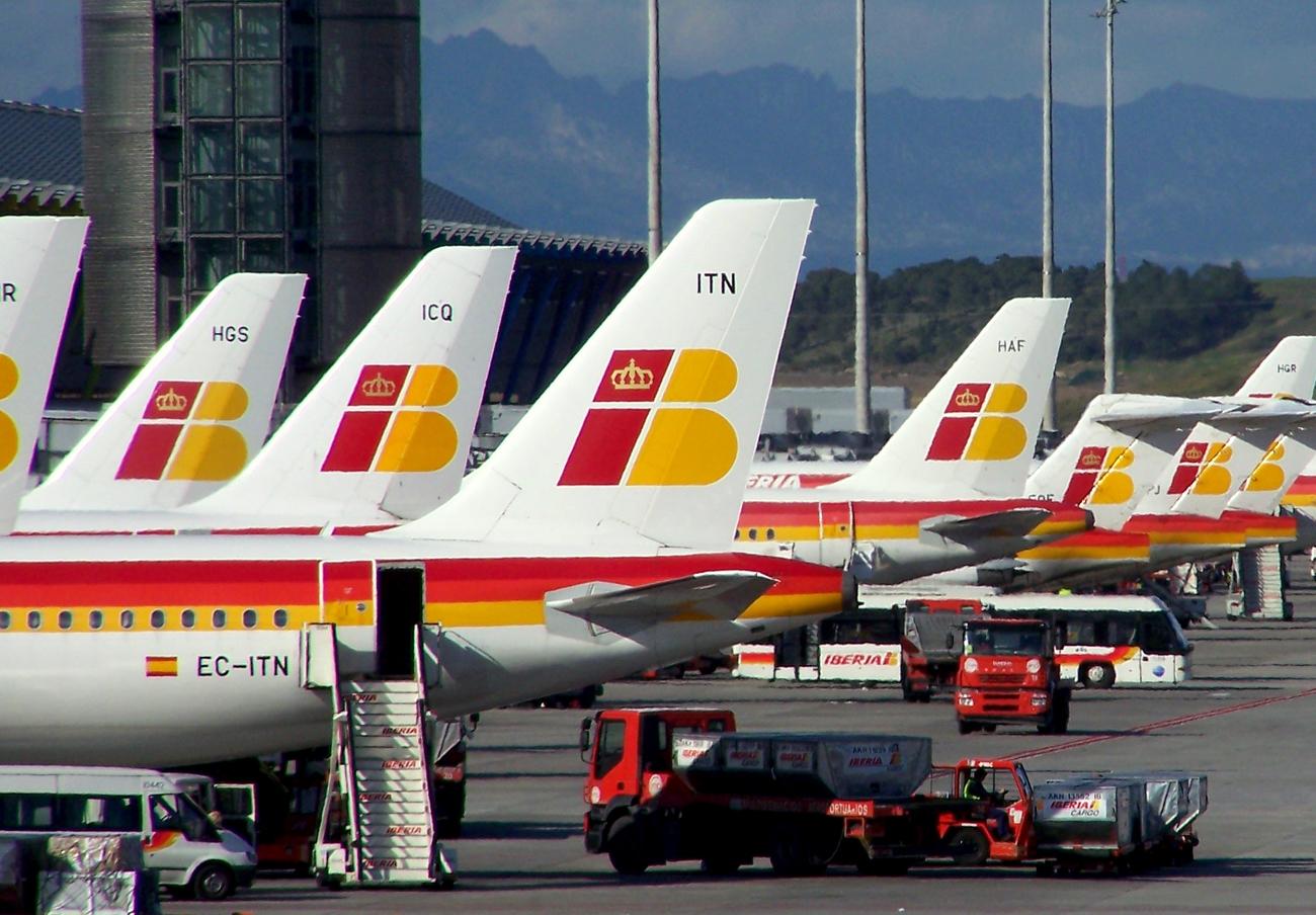 Iberia compensa con 600 euros a un socio de FACUA Sevilla que perdió un vuelo debido a un retraso