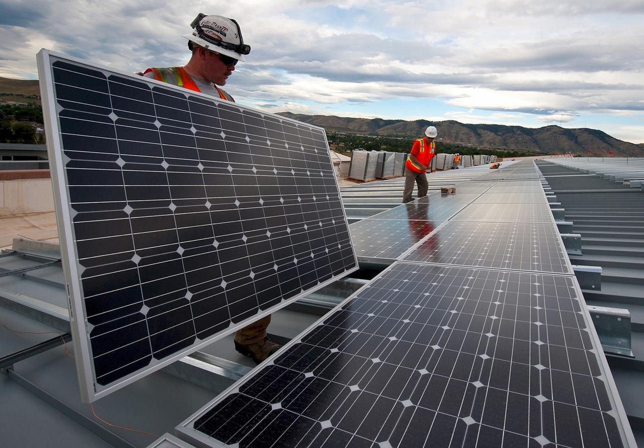 Organizaciones sociales critican que el 'Impuesto al Sol' se mantenga por la actuación de Ciudadanos