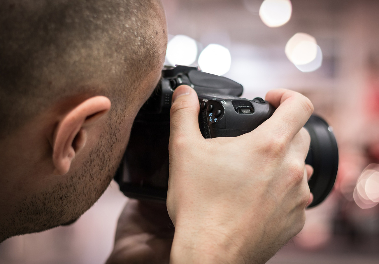 Competencia sanciona a fotógrafos de orlas universitarias por formar un cártel y pactar precios