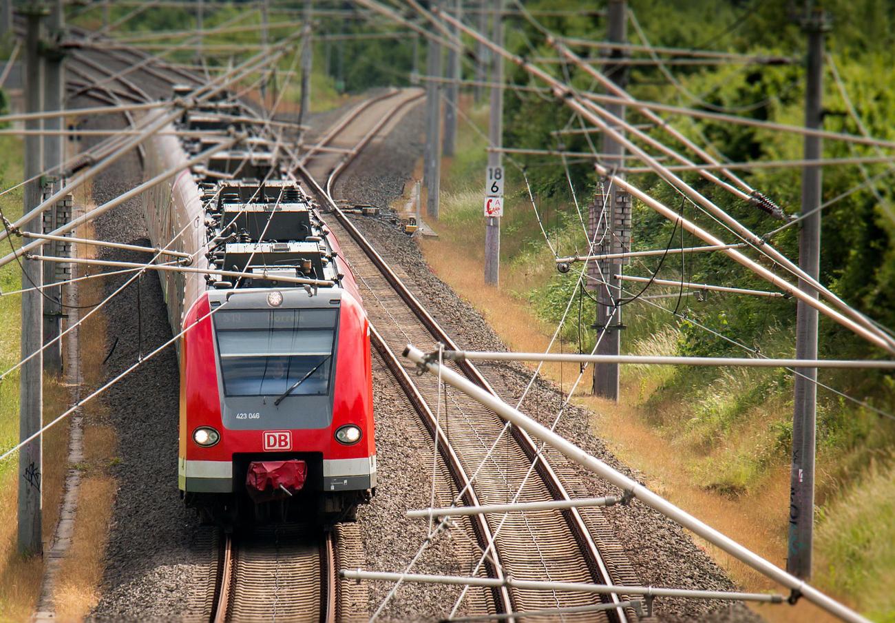 La CNMC registra a fabricantes de sistemas eléctricos ferroviarios ante la sospecha de un cártel