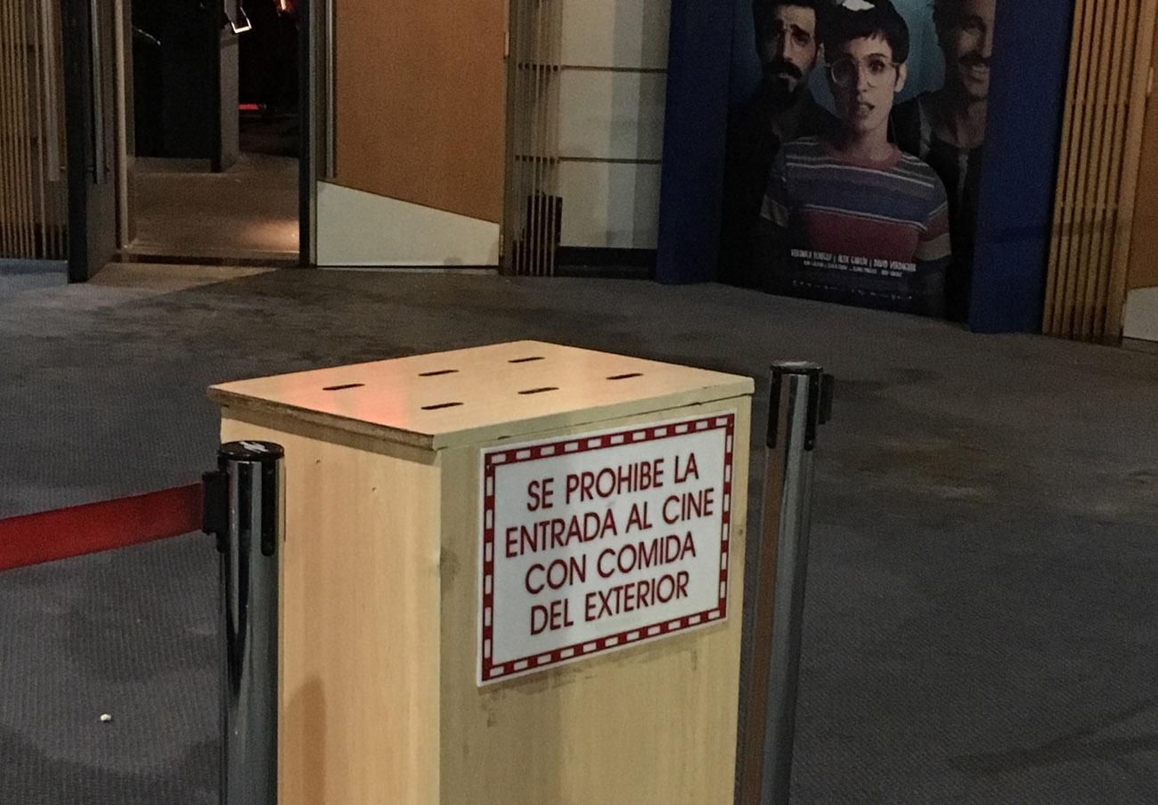 FACUA denuncia a los cines IMF Finestrat de Alicante por prohibir la comida y bebida del exterior
