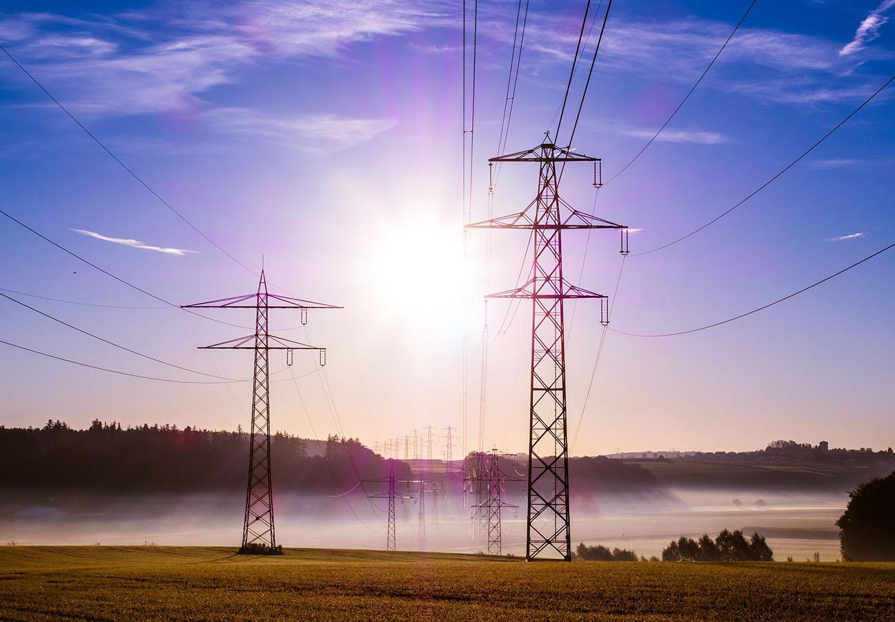 La CNMC multa a tres comercializadoras eléctricas por no presentar las garantías exigidas