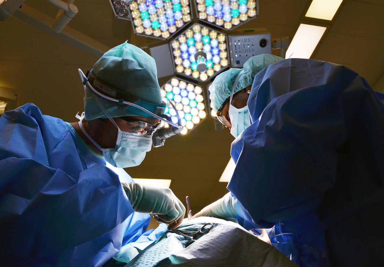 Aegon reintegra a un socio de FACUA Málaga los 2.500 euros que costó su operación y que se negó a cubrir