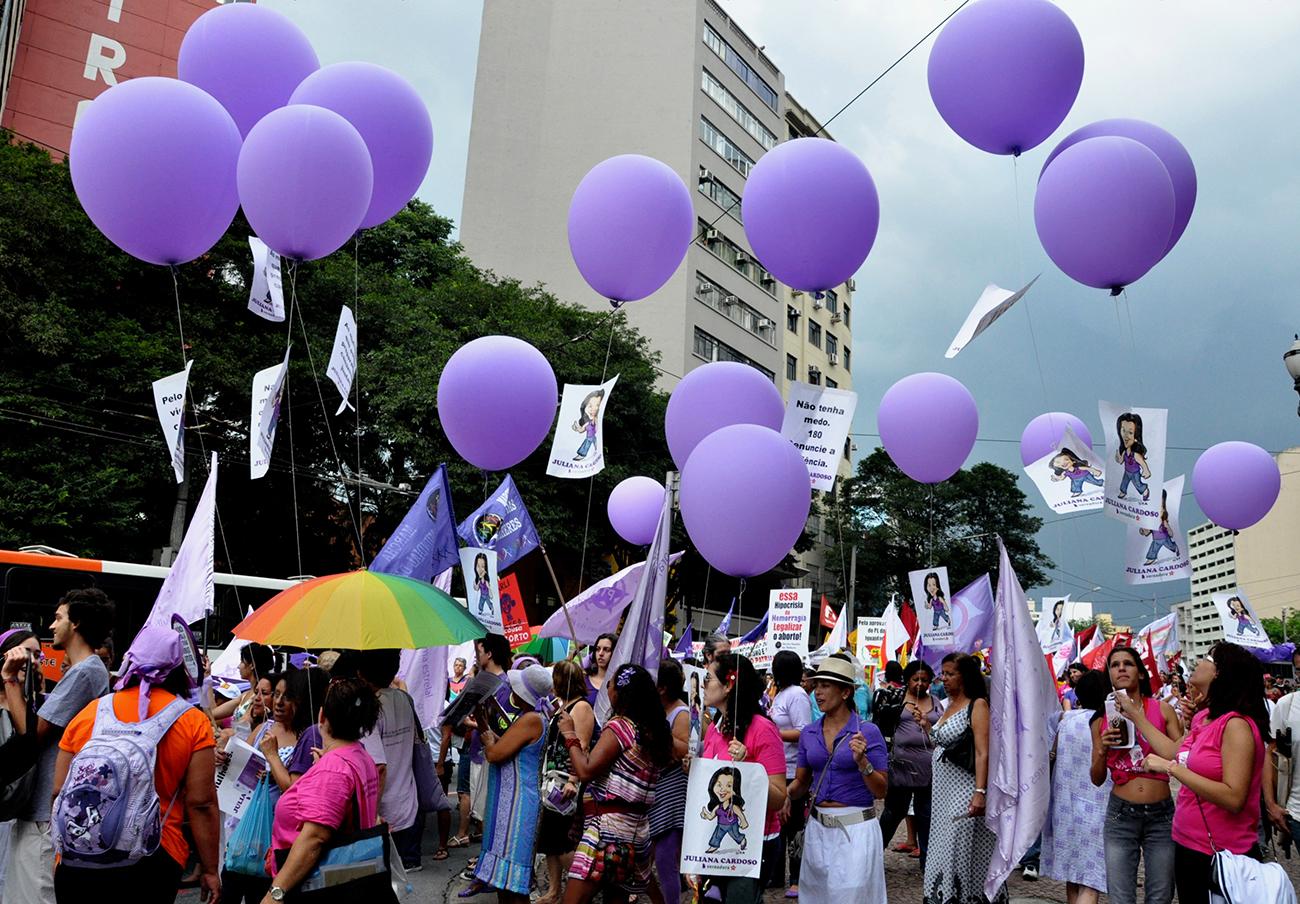 FACUA reclama acciones contra las empresas que atentan contra la dignidad de la mujer