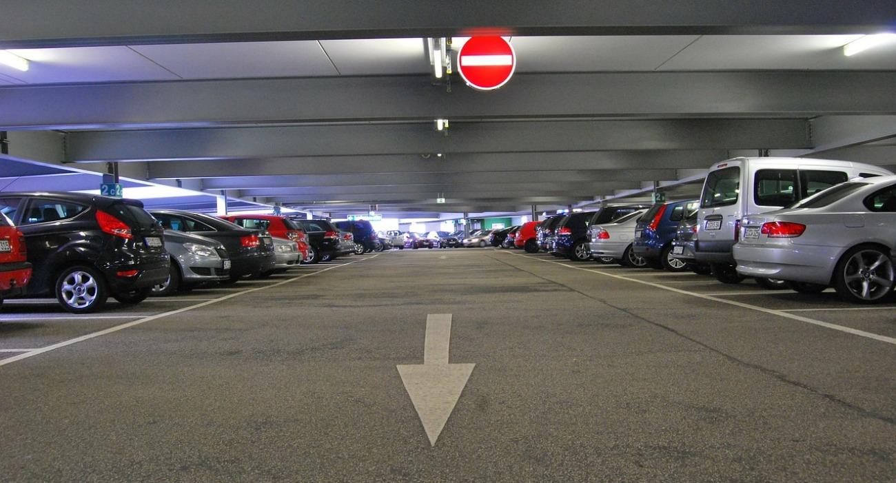 Venden plazas de garaje ocultando una deuda de 3.500 euros: devuelven el dinero tras la acción de FACUA