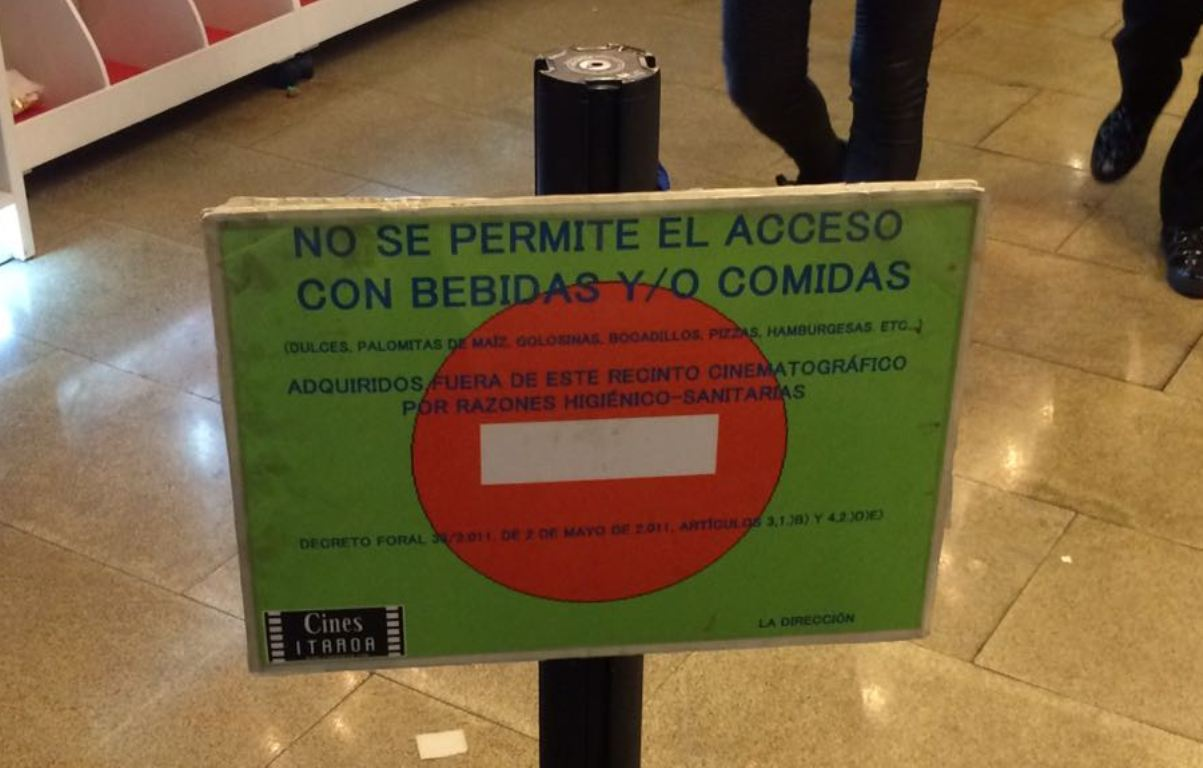 FACUA denuncia a dos cines de Castellón y Navarra por no permitir comida y bebida del exterior