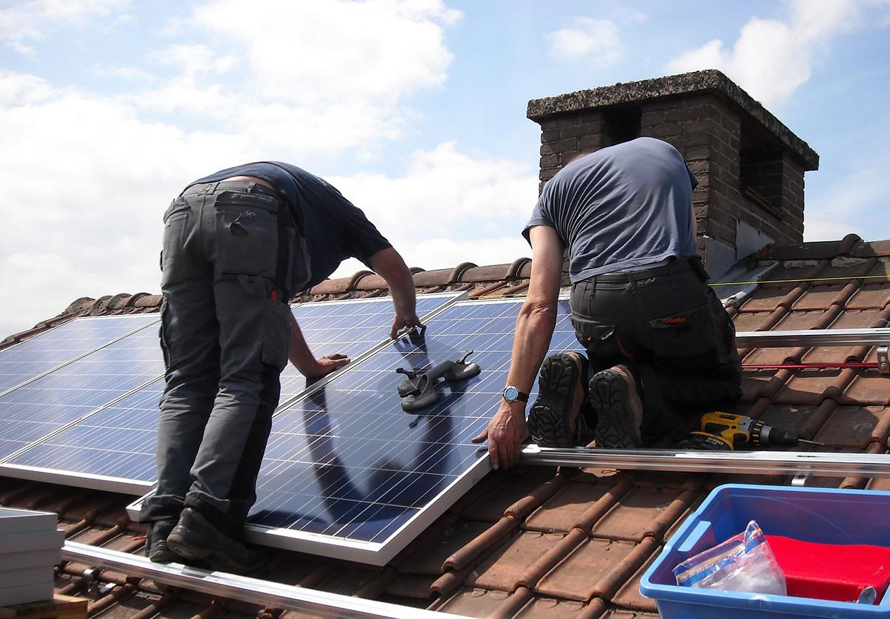 La sociedad civil exige transparencia a Ciudadanos en el proceso de abolición del 'Impuesto al Sol'