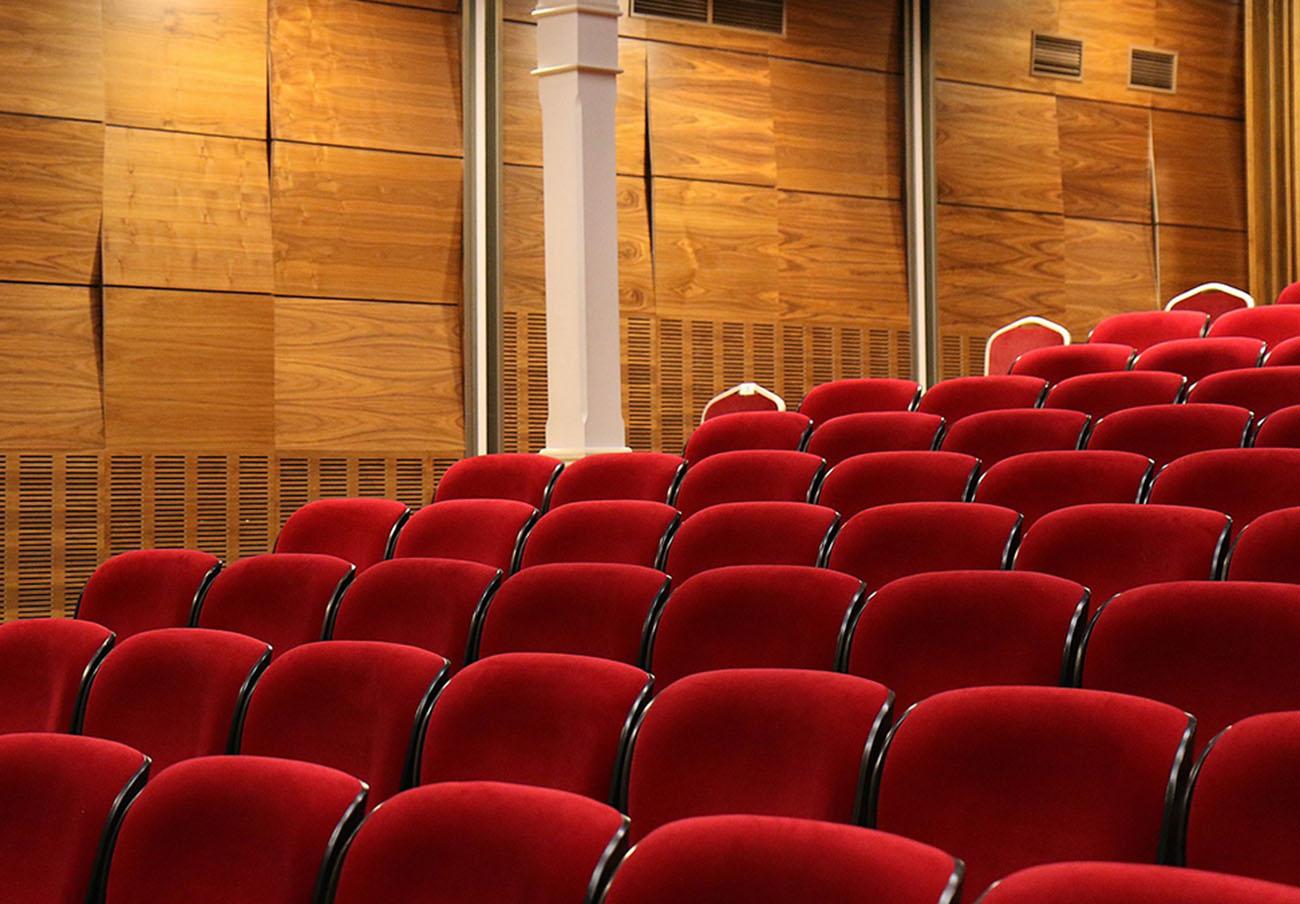 FACUA exige al Gobierno que aplique al IVA del cine la misma rebaja que a los espectáculos en vivo
