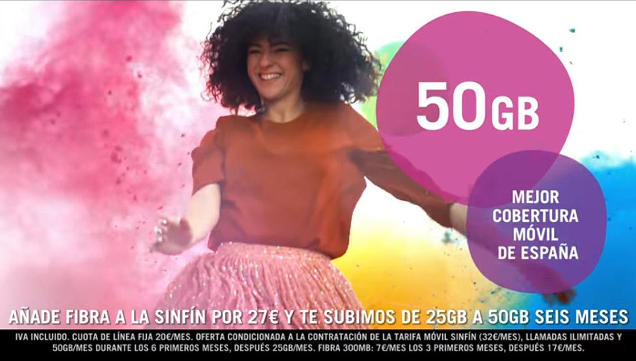 La publicidad de Yoigo indica en letra muy pequeña una cuota de línea de 20 euros.