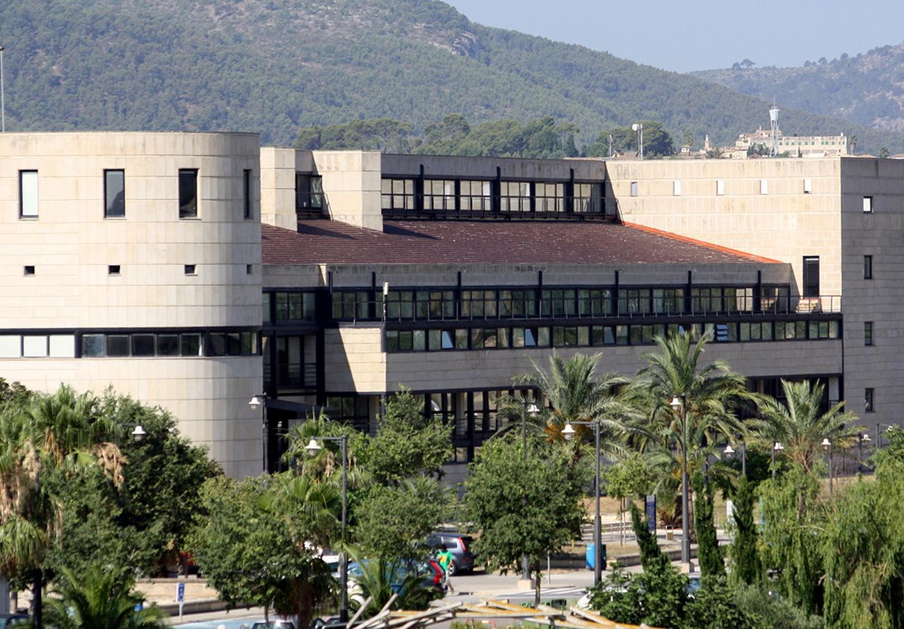 Dos profesores de la UIB y tres colaboradores detenidos por vender un falso remedio contra el cáncer